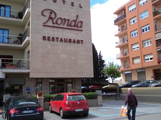 Hotel Ronda Figueres: Front of hotel