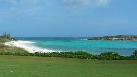 Sandals Emerald Bay Golf, Tennis and Spa Resort : Piccola spiaggia nei dintorni