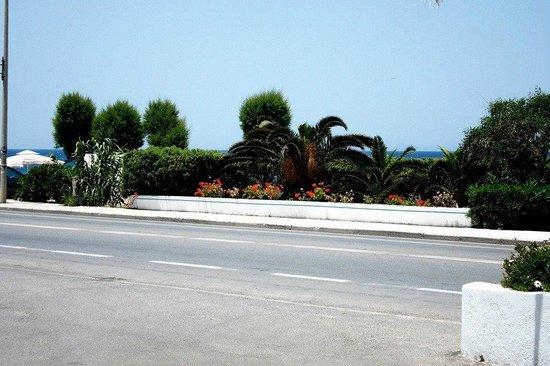 Belair Beach Hotel: вид на море из отеля