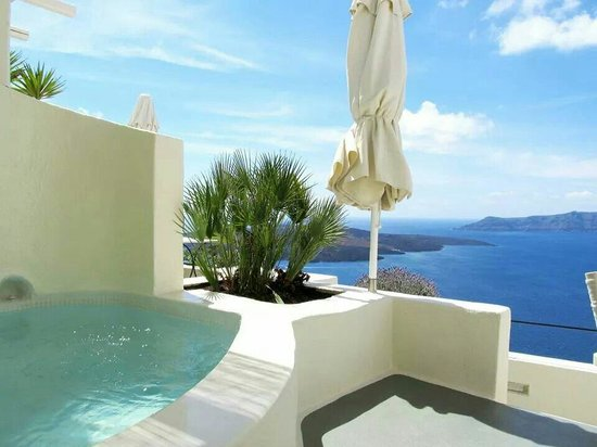 Enigma Apartments & Suites: Our own hot tub with this spectacular view