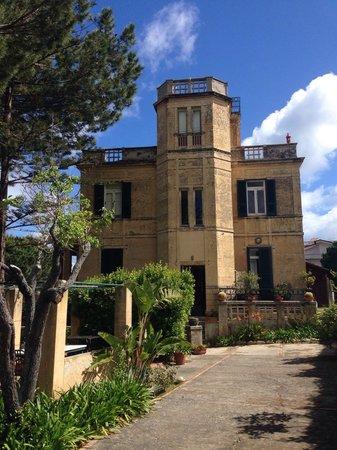 Villino Eleonora First Quality Bed and Breakfast: De villa, mooi van buiten en binnen