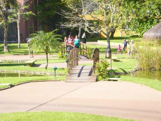 Vila Galé Eco Resort de Angra: Pontes sobre os lagos no meio do hotel
