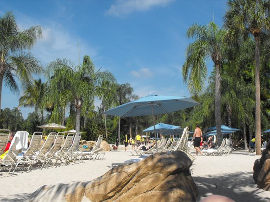 Discovery Cove: lots of loungers to use !