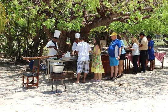 Brisas Trinidad del Mar: Weekly bbq on the beach