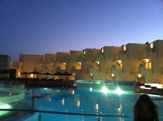 HD Beach Resort & Spa: and by night