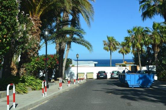 Bahia Calma Bungalows: Vistas desde la entrada del resort