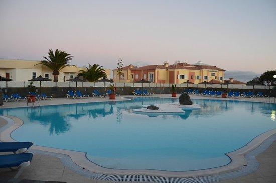 Bahia Calma Bungalows: Zona de piscina desde el apartamento
