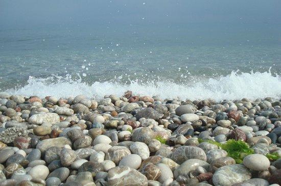 Belair Beach Hotel: Пляж и море у отеля