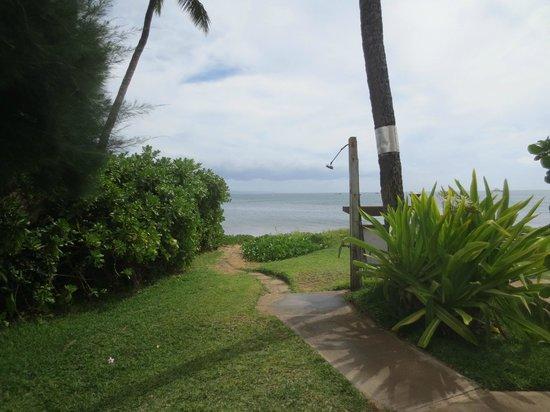 Kihei Kai Oceanfront Condos: The little path to the beach