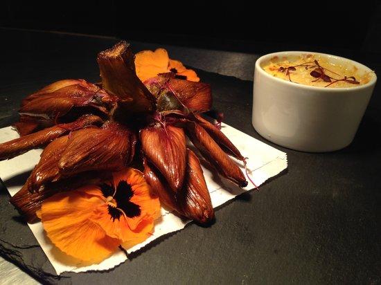 DSTRKT Restaurant and Bar: Artichoke and crab dip