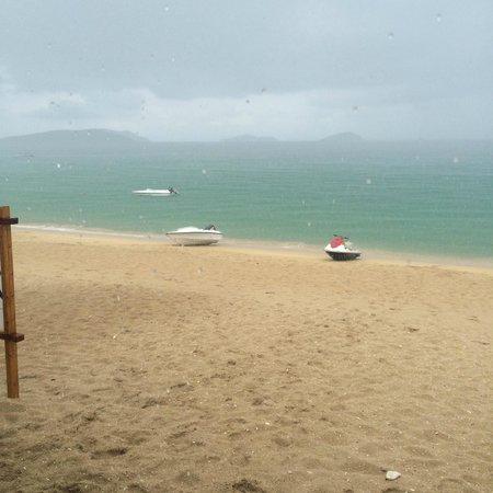 Yalong Bay: Пляж