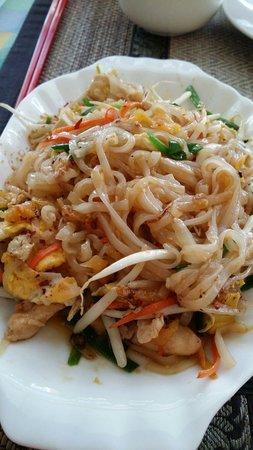S&G Family Restaurant: Phai thai...