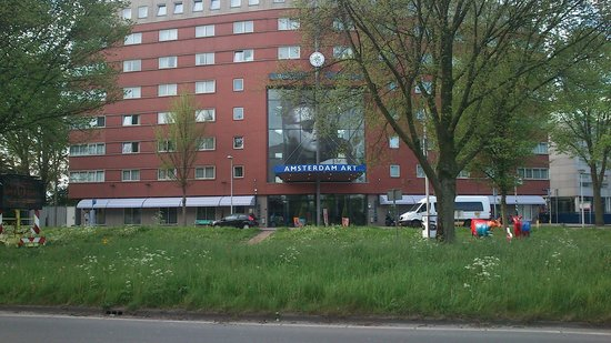 WestCord Art Hotel Amsterdam : Från busshållplatsen