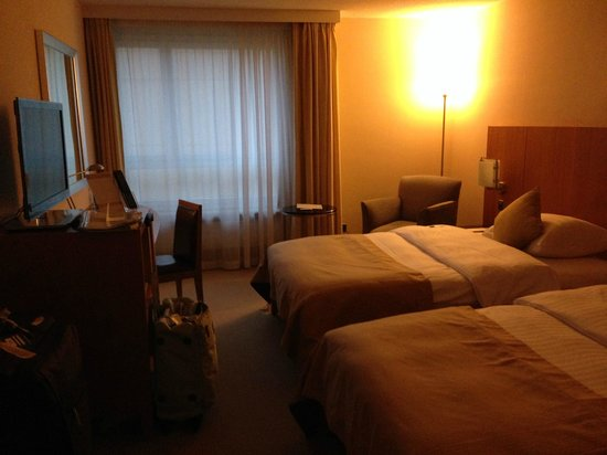 Movenpick Hotel Lausanne : Comfortable Bedroom