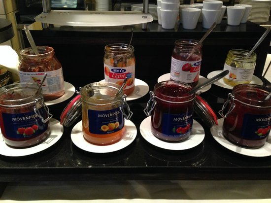 Mövenpick Hotel Lausanne: Movenpick jams