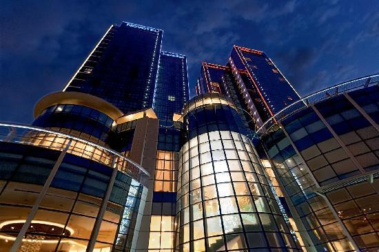 Novotel Abu Dhabi Gate: Hotel Exterior View