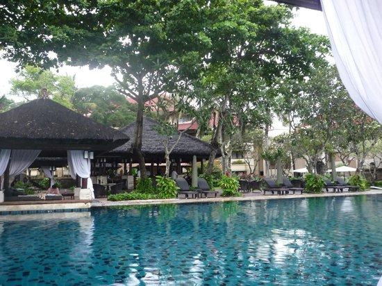 INTERCONTINENTAL Bali Resort : クラブルーム専用プール。リラックス出来ました。