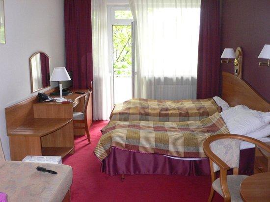 Hotel Wyspianski : рабочее место и зона отдыха
