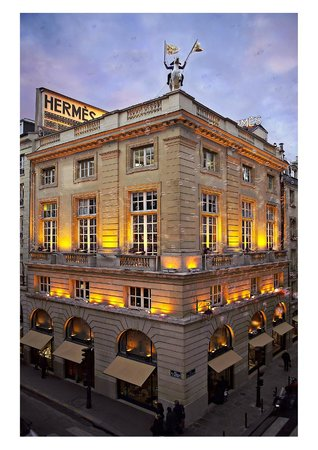 Photo of Clothing Store Hermes at 24 Rue Du Faubourg Saint-honoré, Paris 75008, France