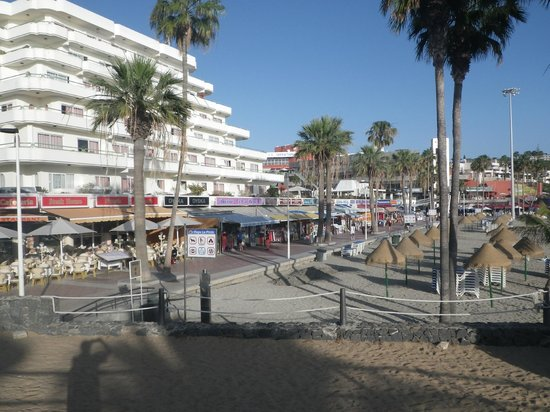 HOVIMA La Pinta Beachfront Family Hotel: vue de l'esplanade