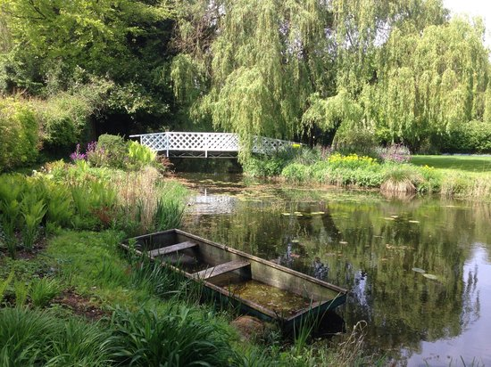 Gooderstone Water Gardens & Nature Trails: The view as you enter