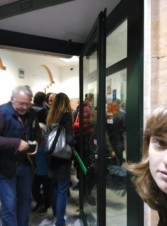 Calvino Pizzeria: cosy crowd inside