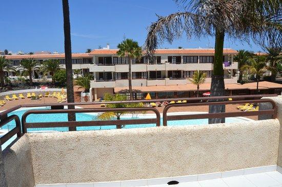 Fuentepark Apartamentos: Piscina desde terraza