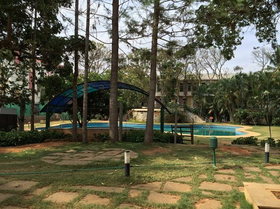 Manipal County: View of the pool!