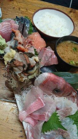 Takamarusengyoten: Very fresh & unique! ¥2980 (the sashimi only)