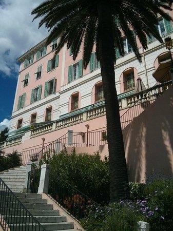Le Saint Paul : Vue d'en bas des escaliers de l'hôtel