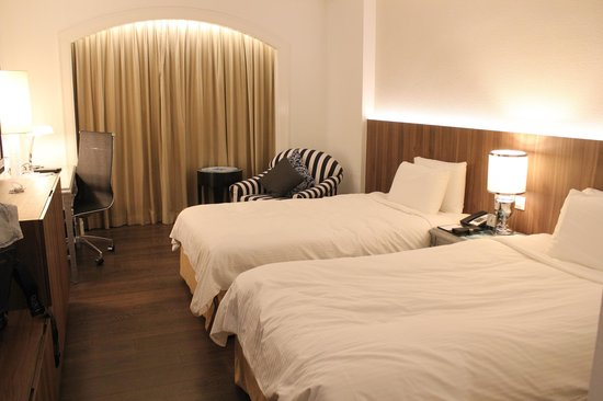Orchard Hotel Singapore: the bedroom of the superior room