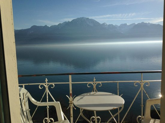 Eden Palace au Lac : The Lake & the alps