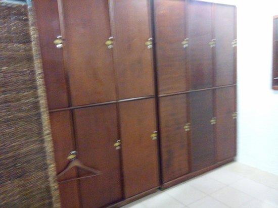 Luljetta's Hanging Gardens and Spa: locker room