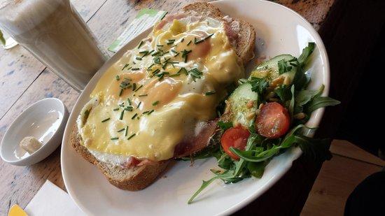 De keuken van Thijs : Three eggs over bread with ham and cheese