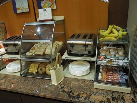 Holiday Inn Express Crystal River: Breakfast