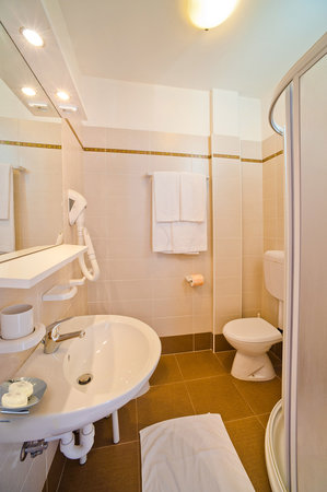 https://media-cdn.tripadvisor.com/media/photo-s/05/d2/9b/c5/hotel-victoria.jpg