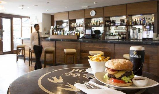 Sandymount Hotel: Bar