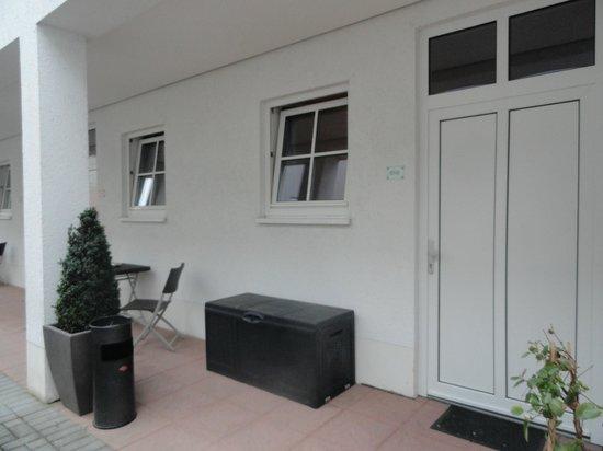 Bitburger Hof: kamer 10 aan terras buiten achteraan