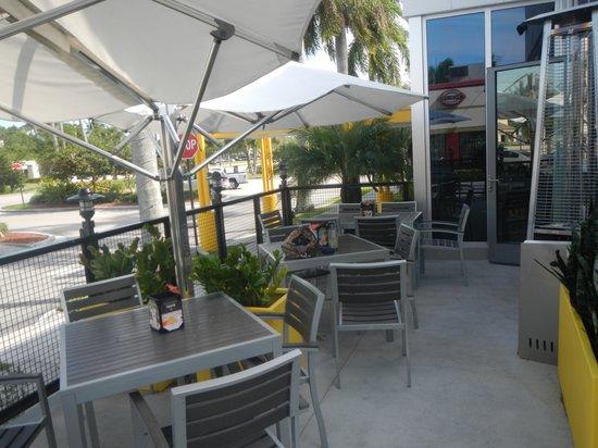 California Pizza Kitchen: restaurant