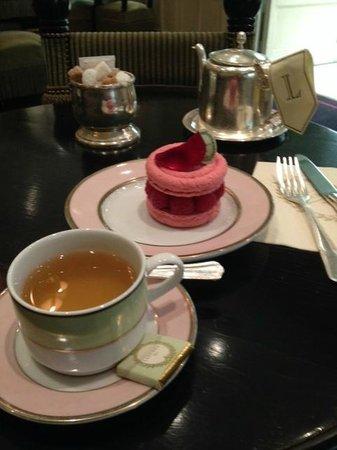 Laduree : Macaron framboise et Thé au Jasmin