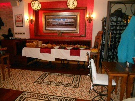 Senatus Hotel: buffet petit déjeuner