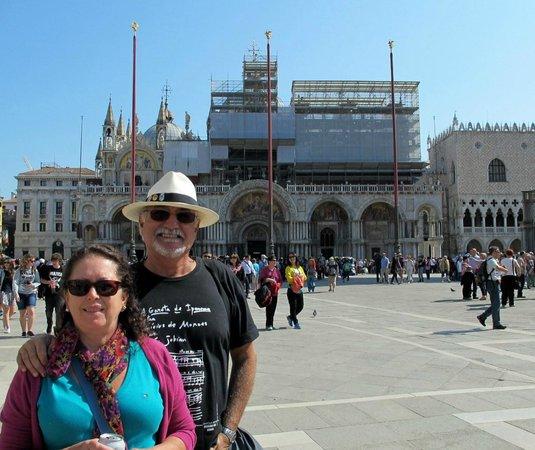Markusdom (Basilica di San Marco): A Basílica e sua praça...