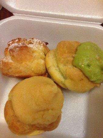 Liliha Bakery: ココパフ、抹茶味、クリーム入り。どれもおいしかったなー!