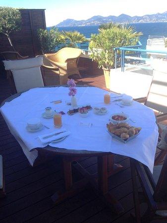 Grand Hyatt Cannes Hotel Martinez: terrace brakefast