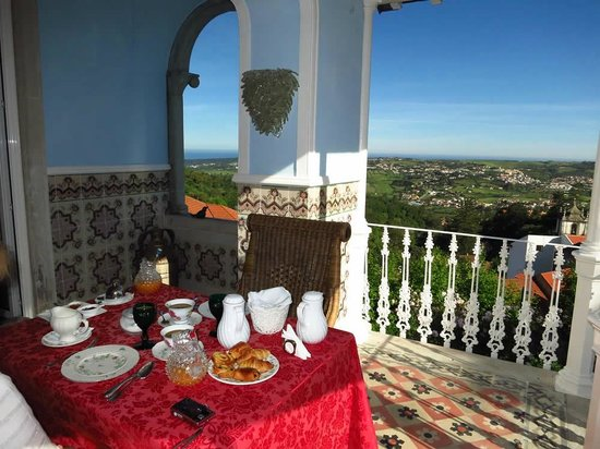 Bed and Breakfast Villa Mira Longa: Breakfast outside - do not miss breakfast!