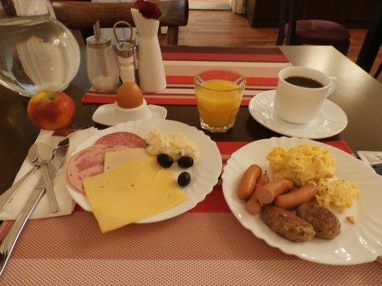 Upper Room Hotel: 朝食はこんな感じです