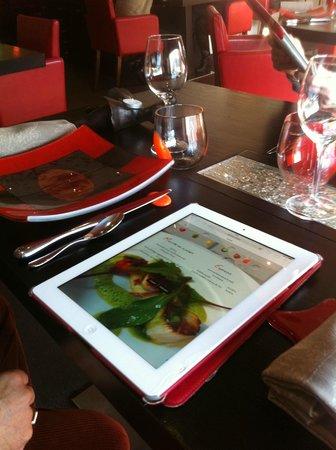 La Vieille Tour : tablette pour choisir le menu