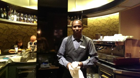 Crowne Plaza Rome - St. Peter's: Rashid in the Bar Area