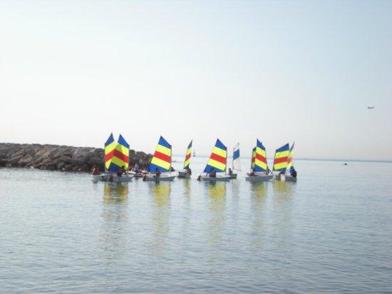 La Locandiera: Utanför pensionatet är det segelskola, så alltid något att titta på!