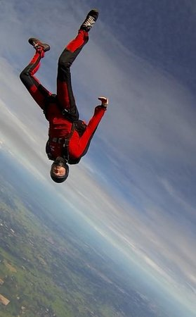 Bird's Paradise Skydiving: Tommy going head-down